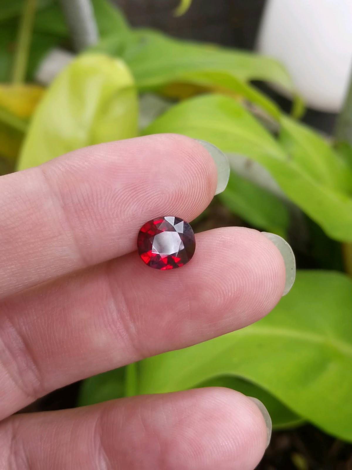 Đá quý Spinel Yên Bái đỏ huyết câu