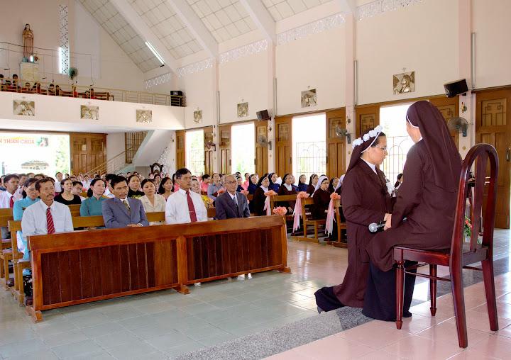 Thánh lễ vĩnh khấn nữ tu Anê Nguyễn Thị Điệp - Dòng Carmel Thánh Tâm Nha Trang