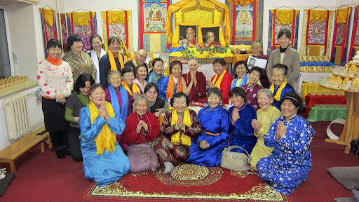 Students at Golden Light Sutra Center with Ven. Sarah Thresher, Darkhan, Mongolia, December 2010. Photo courtesy of Ven. Sarah Thresher.
