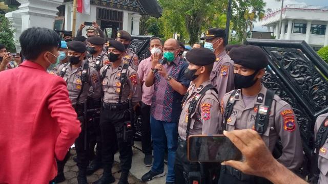 PMM Demo Soal Rumah dan Baju Dinas DPRD Sumbar: Kami Minta Supardi Mundur