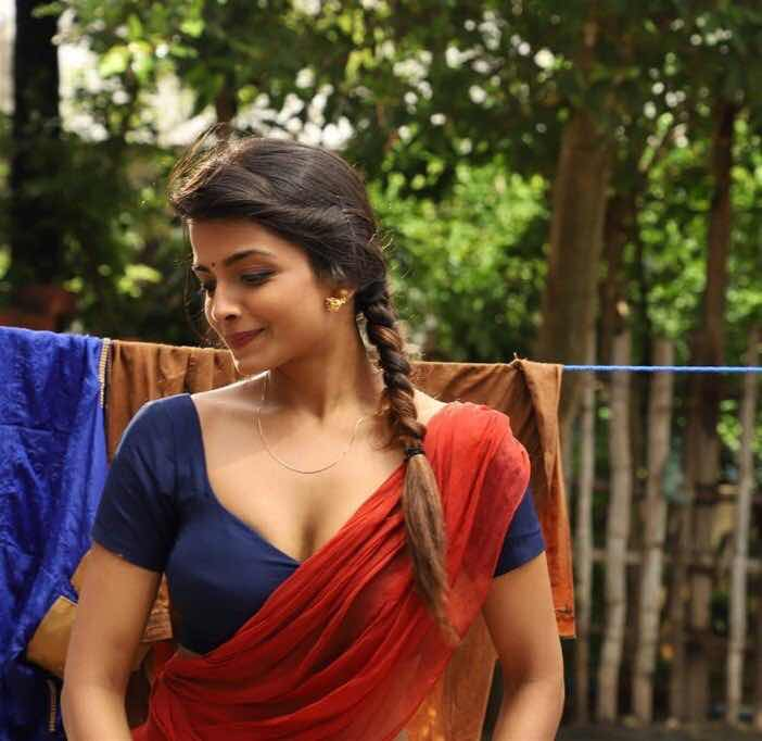 Ashna zaveri latest hot saree photos in Ivanukku engayomacha miruku Navel Queens