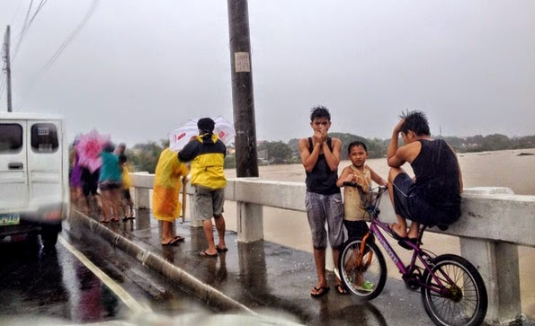 Mario Causes Flooding in Metro Manila with Pictures 19-09-2014-07