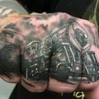 comboio tatuado na mão.jpg