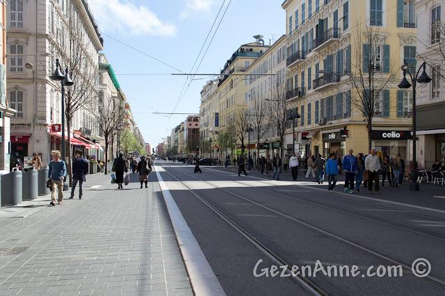 Nice'deki alışveriş caddesi Jean Medicin