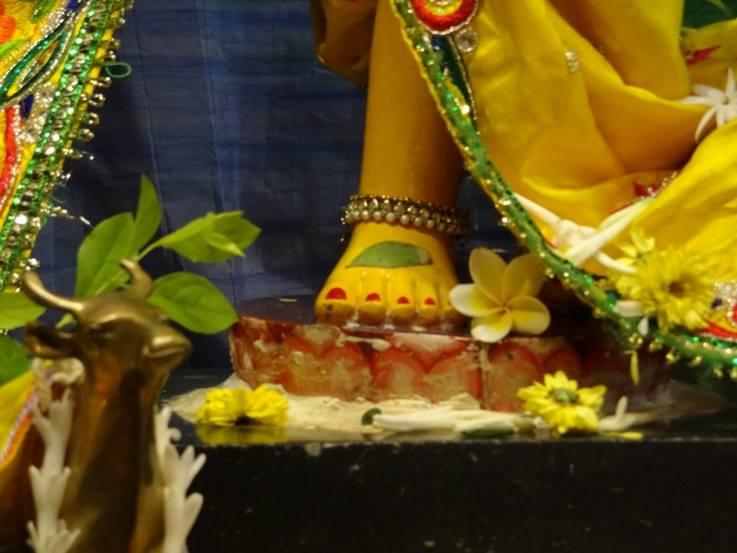 ISKCON Nigdi Deity Darshan 18 Dec 2015 (12)