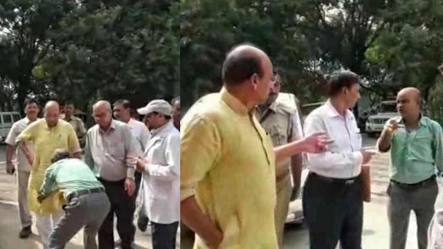 नशे में धुत वार्ड बॉय ने स्वास्थ्य मंत्री के छुए पैर, आशीर्वाद में मंत्री जी ने दे दिया निलंबन
