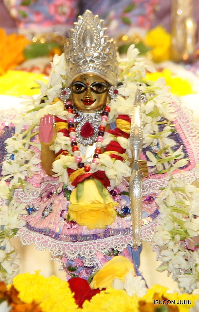 ISKCON Juhu Sringar Deity Darshan on 30th June 2016 (41)