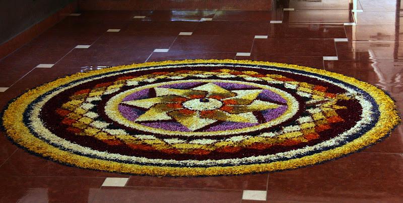 #Travelbloggerindia #Travelblog #keralatravelblog #keralatourism #onamflowerdesign