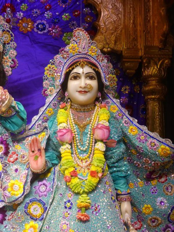 ISKCON Bhaktivedanta Manor Deity Darshan 17 Dec 2015 (5)