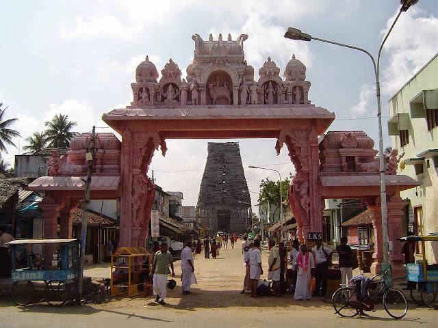 சனிப்பெயர்ச்சி தினமான இன்று திருநள்ளாரில் 5 லட்சம் பக்தர்கள் கூடினர்!