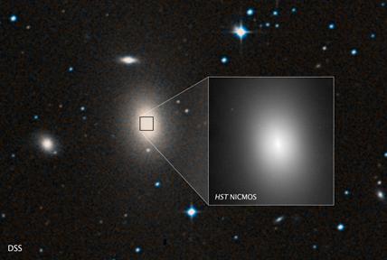a gigantesca galáxia elíptica NGC 1600