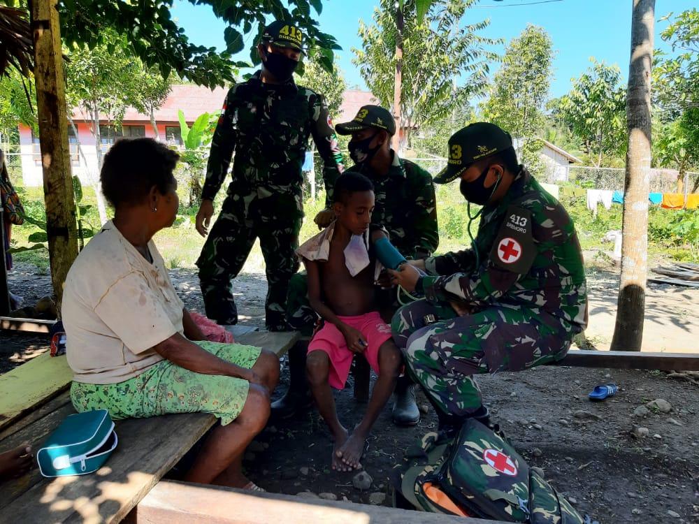 Satgas Yonif MR 413 Kostrad Jamin Stabilitas Kesehatan di Kampung Kibay