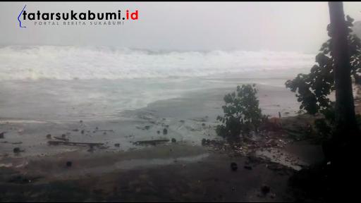 Gelombang Ombak Besar Masih Mendera Pantai Palabuhanratu, SARDA Himbau Tetap Waspada