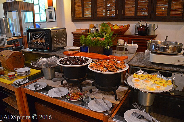 Buffet organic breakfast at Prado Farms