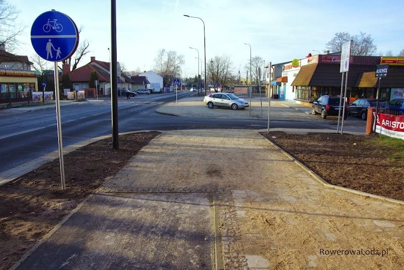 Kawałek dalej kończy się ciąg pieszo-rowerowy i zaczyna dwukierunkowa droga dla rowerów