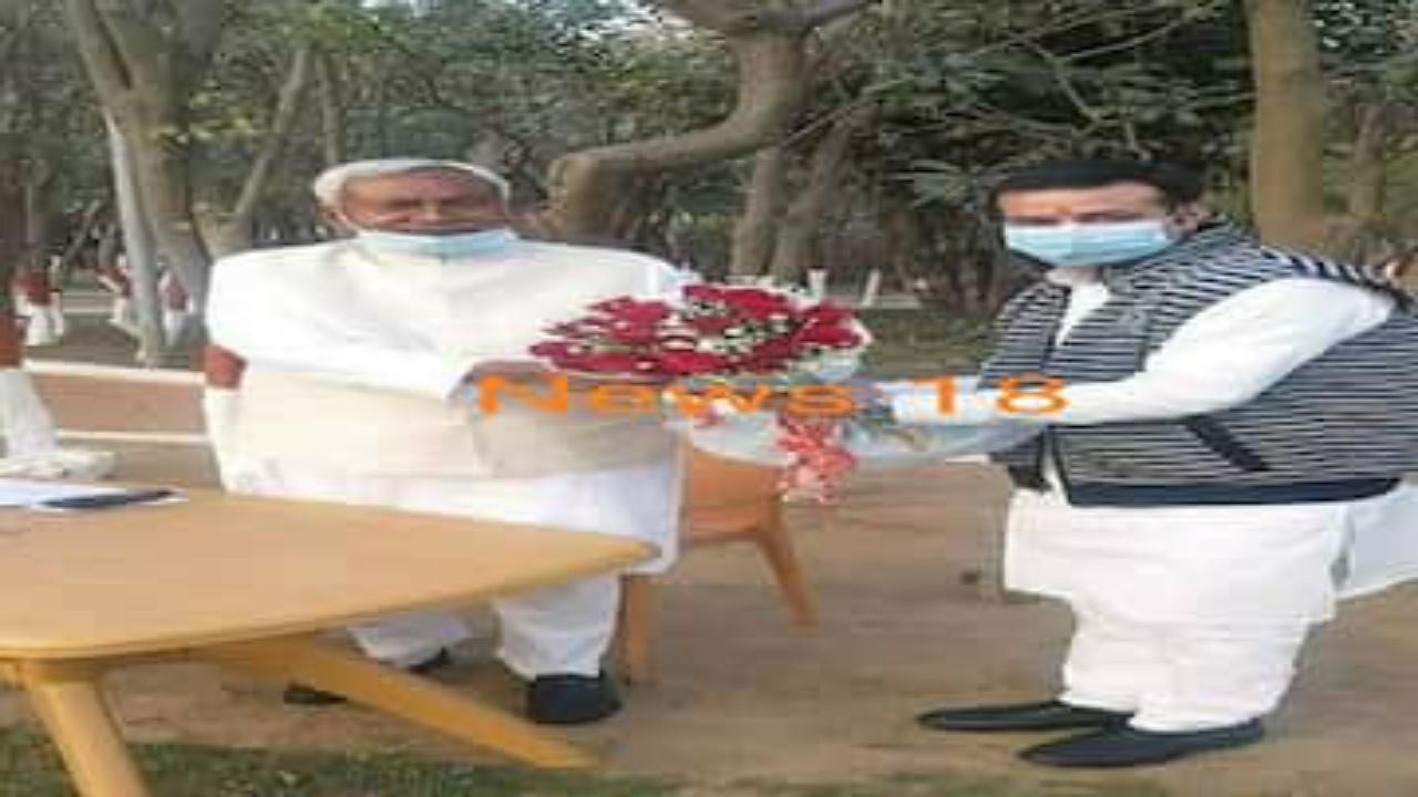 लोजपा-जेडीयू खटास के बीच नीतीश कुमार से मिले चिराग पासवान के सांसद