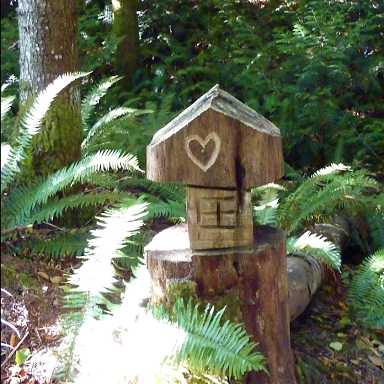 Heart-inscribed wayfinder along a trail near Englishman River – Parksville, BC (photo by Tony B.)