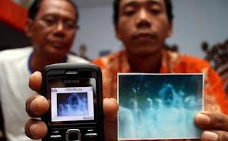 Foto Pocong Berbaris di Malang