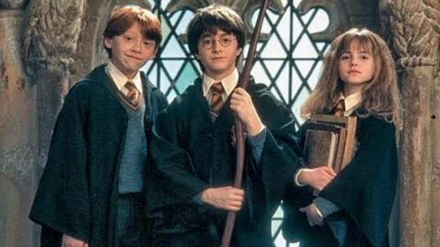 """Maratona Harry Potter na TNT começa hoje às 18h45 com """"A Pedra Filosofal"""" e na sequência """"A Câmara Secreta"""""""