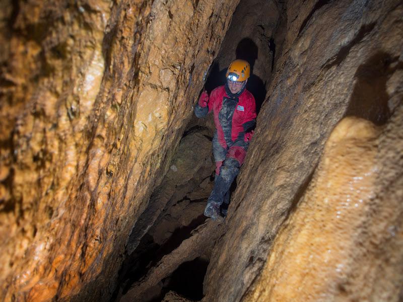 Interior de la cova de les Lloberes