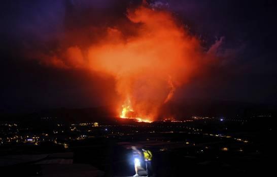 Aeropuerto de La Palma cancela vuelos por ceniza volcánica