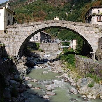 Pont Saint Martin 09-08-2017 19-46-14.JPG