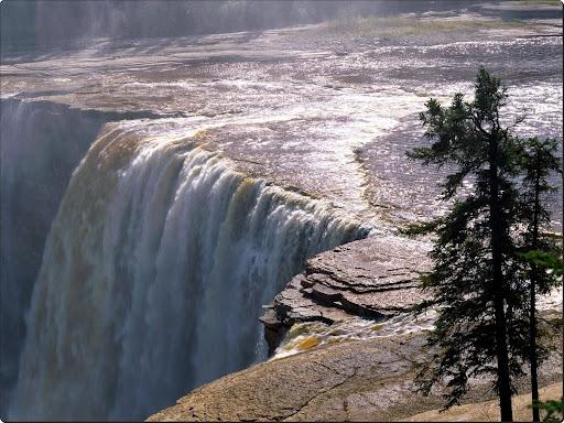 Alexandra_Falls,_Northwest_Territory,_Canada.jpg