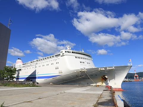 新日本海フェリー「らいらっく」 小樽港にて