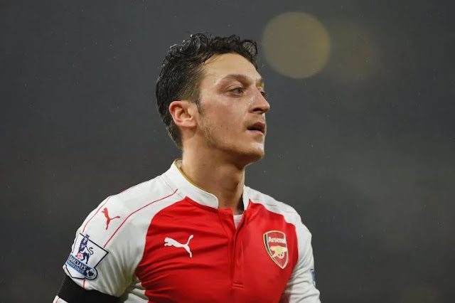 MESUT OZIL OFFERED £280,000 A WEEK CONTRACT FOR HIM NOT TO LEAVE ARSENAL.