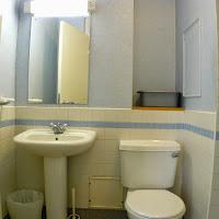 Room 32-bathroom2