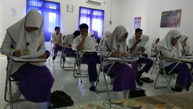 Mahasiswa Keperawatan STIKes Aisyah Pringsewu Ikuti Ujian Tengah Semester.