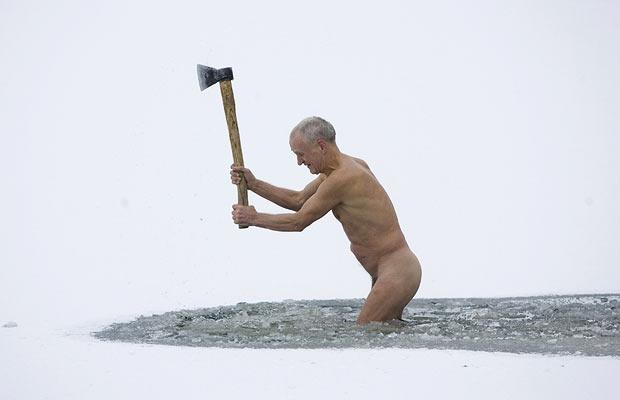 Maudynės lediniame vandenyje
