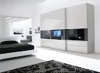 Armadio Dama scorrevole laccato bianco con TV incorporata nella anta e letto Omega