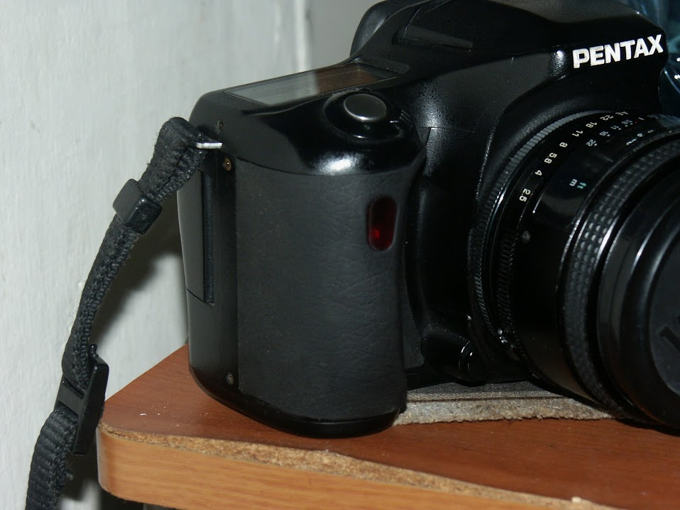 Pentax *ist Ds 握把蒙皮整修