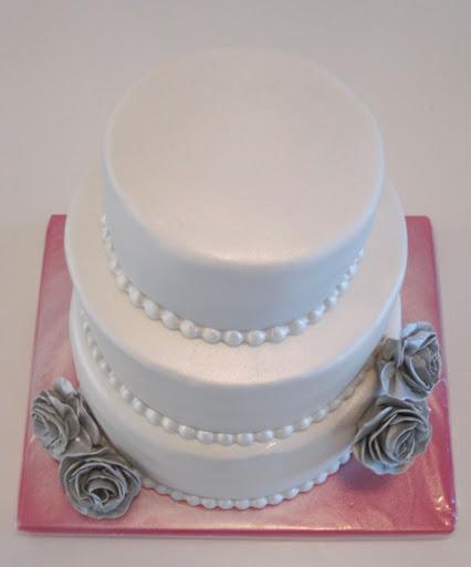 832- Wit met zilver bruidstaart.JPG