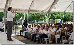 Los esquemas de escolta que no sean fundamentales se replantearán y los policías asignados a esa labor pasarán a proteger a la ciudadanía, declaró este sábado en Cartagena el Presidente Juan Manuel Santos.