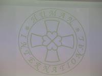 07 A segélyszervezet logója.JPG
