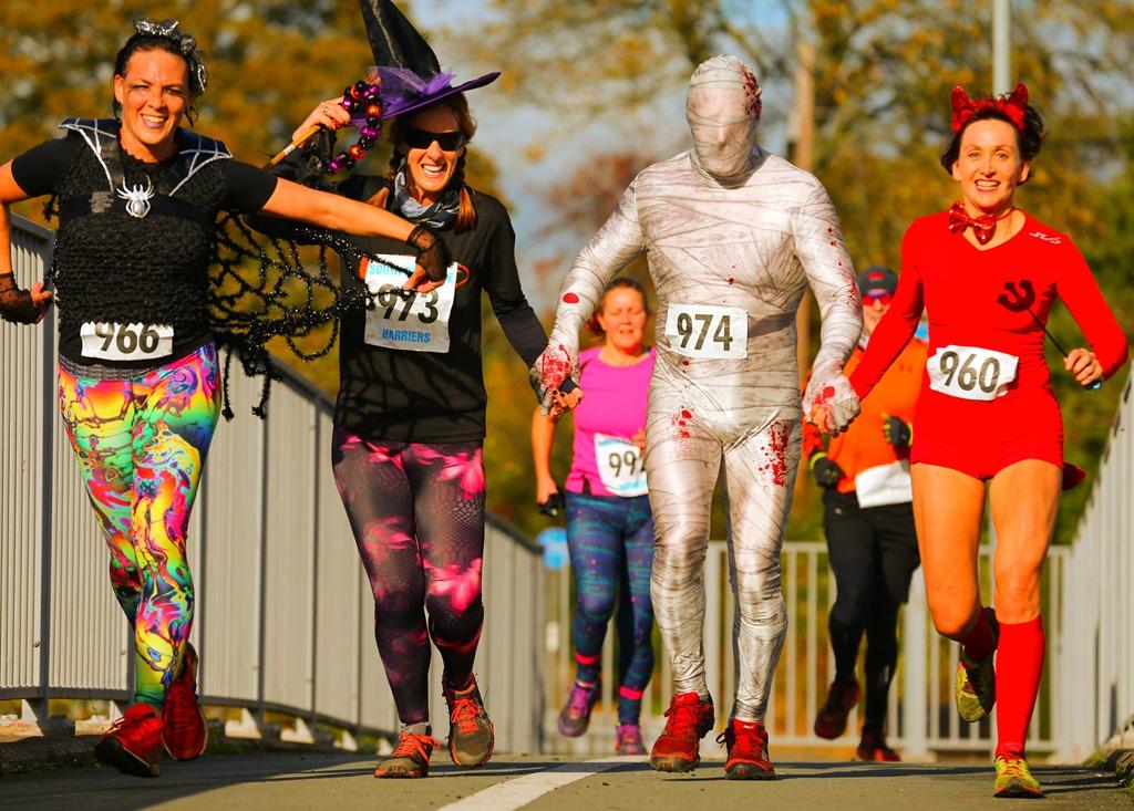 [Halloween+Hellraiser+2018+-+runners+in+costume%5B2%5D]