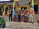 Kepsek SMAN 1 LAMBITU membina pidato 3 bahasa sebagai upaya melestarikan  budaya asli Lambitu.