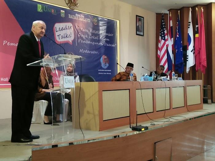 Hadiri Peringatan Hari Santri di UNIRA Malang Dubes Ceko Tekankan Pentingnya Inovasi Riset dan Kerjasama