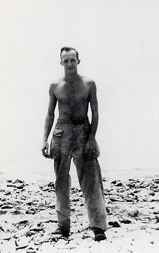 [MILNE_Robert+on+the+beach+with+no+shirt%5B3%5D]