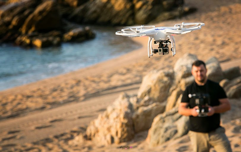 Fotógrafo realizando tomas aéreas en Costa Brava