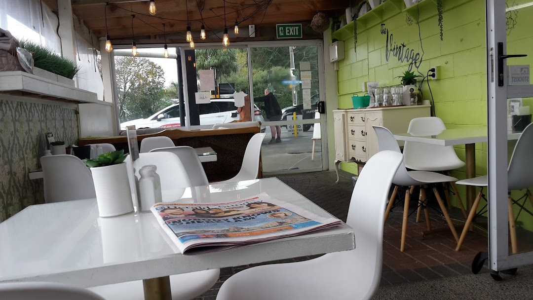 Vintage Cafe Cafe In Waiau Pa