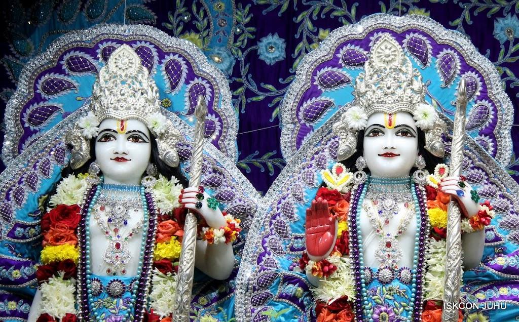 ISKCON Juhu Sringar Deity Darshan 17 Aug 2016 (29)