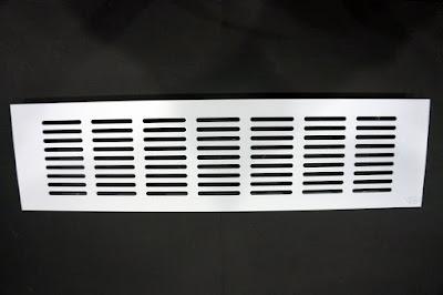 裝潢五金品名:鋁通氣片-5規格:8*15CM(6.5*11CM)規格:8*22.5CM(6.5*19.8CM)規格:8*30CM(6.5*26.6CM)規格:8*41CM(6.5*38.5CM)規格:8*48CM(6.5*45.5CM)顏色:白色材質:鋁合金功能:可裝在門片上有通風之功能玖品五金