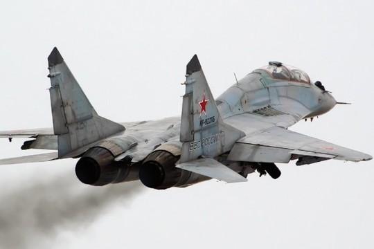Su27 tren va MiG29 cua Nga Anh DefenseTech