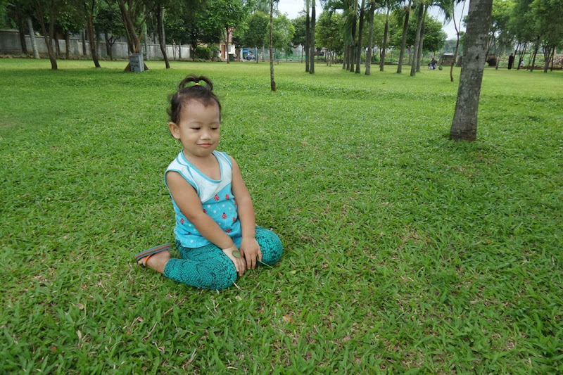 Bayi centil di taman