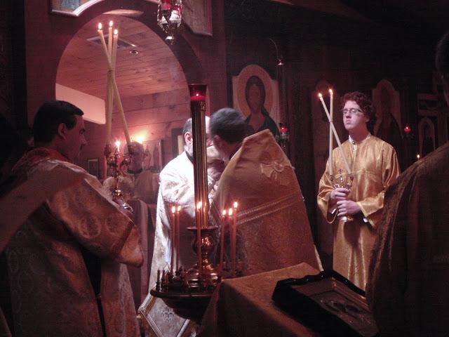 Fr. John provides the chalice to Vladyka.