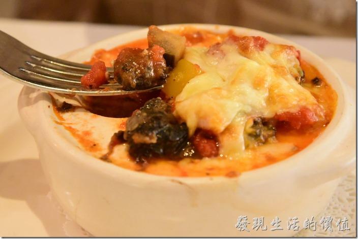 台南-轉角餐廳龍蝦餐廳。前菜,焗烤蕃茄蔬菜田螺。工作熊個人還蠻推薦這到田螺的,別看好像很大一碗,其實只有六顆田螺,搭配蔬菜及蕃茄,味道非常對味。