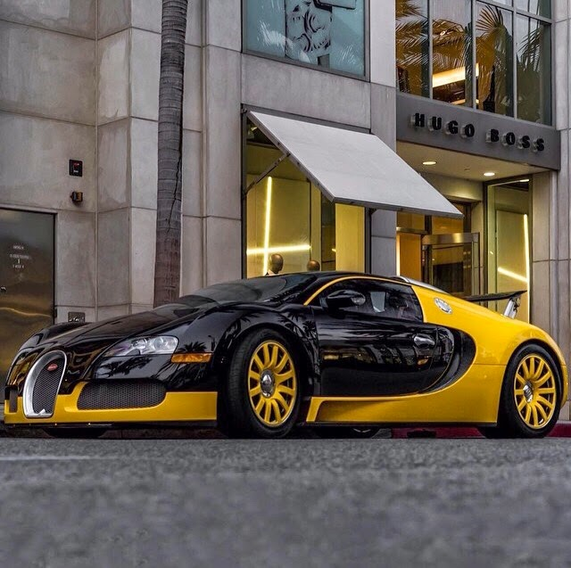 Lime Green Bugatti Veyron: The Pink Lava Lounge